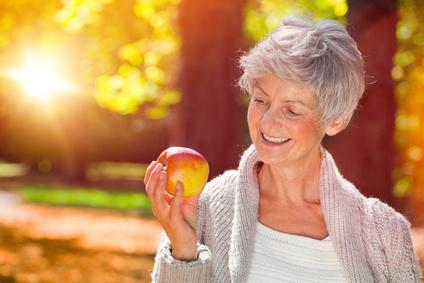 Gesunde Zähne bis ins hohe Alter: So klappt es!