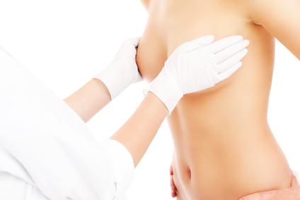 Wie funktioniert eine Bruststraffung & was kostet sie?