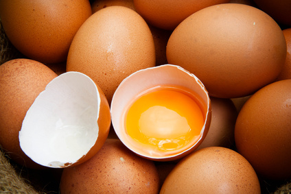 Ist Eigelb gesund oder lieber vom Eiweiß trennen?
