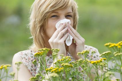 Frau hat Allergie