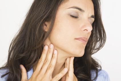 Was tun bei Halsschmerzen? Diese Haushaltsmittel helfen