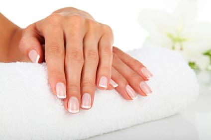 Pflege für die Fingernägel: Diese Hausmittel haben sich bewährt