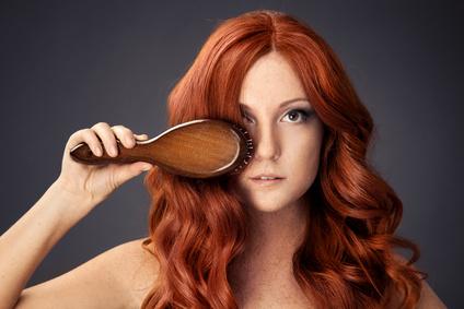 Juckende und trockene Kopfhaut: Ursachen und Hausmittel