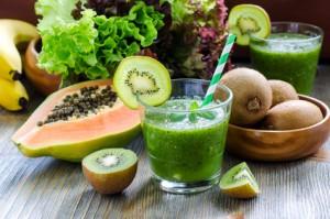 Grüner Smoothie aus Obst