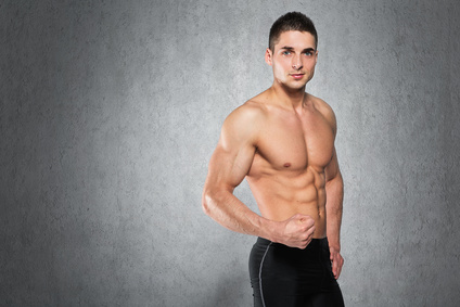 Junger Mann mit Muskulatur