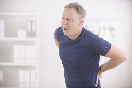 Mann mit Rückenproblemen