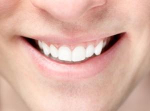 Mann mit schönen Zähnen