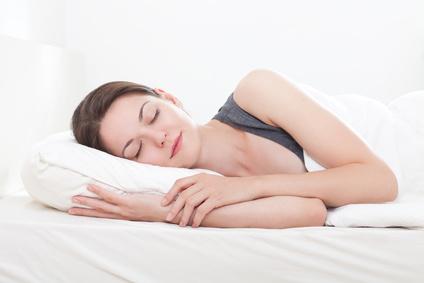 Schlaf auf Gesundheitskissen