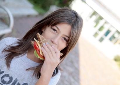 """Deutsches Schulessen bekommt """"mangelhaft"""": Viel Fett, wenig Nährstoffe"""