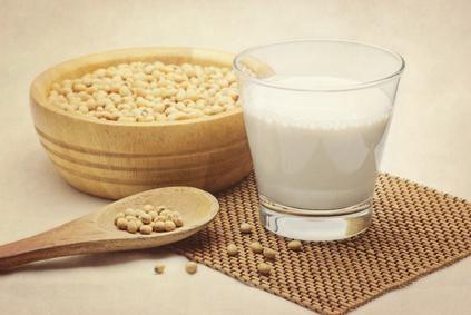 Soja Bohnen und Milch