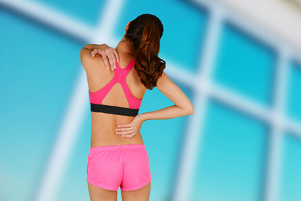 Sportlerin mit Muskelschmerzen