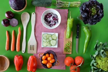 Tisch mit Zutaten