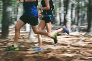 Trailrunner im Wald