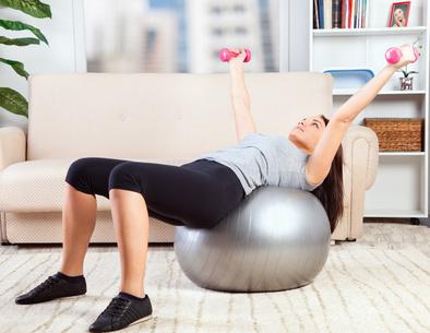 mit diesen ger ten ein eigenes fitnessstudio zu hause einrichten. Black Bedroom Furniture Sets. Home Design Ideas